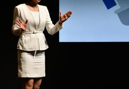 人前で「手・足・声」が震えてしまう時、どうすればいい?――3000回以上のMC経験者・丸山久美子の「人前で堂々と話す方法」