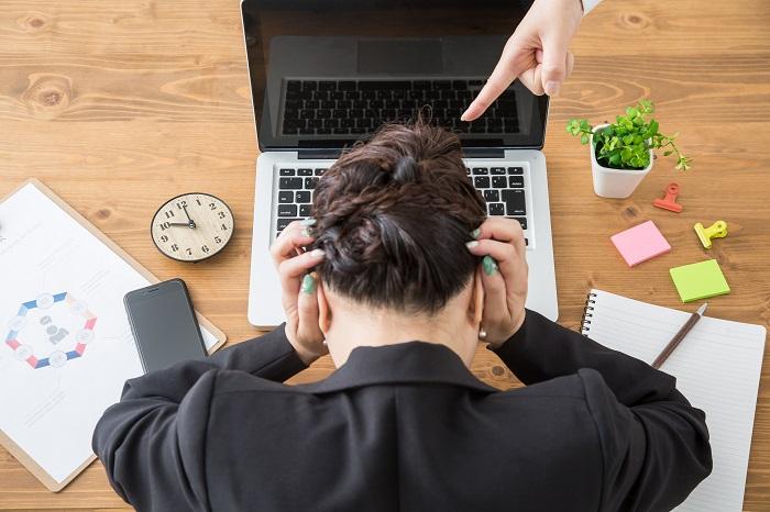 アウトプットが思うように出せない部下や同僚にイライラ…「仕事ができない人」の特徴と対応策とは?